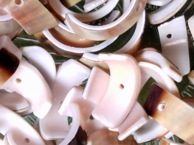 Vtg 100 NATURAL CURVED PEACH SHELL ABSTRACT SPEAR BEADS #091919q