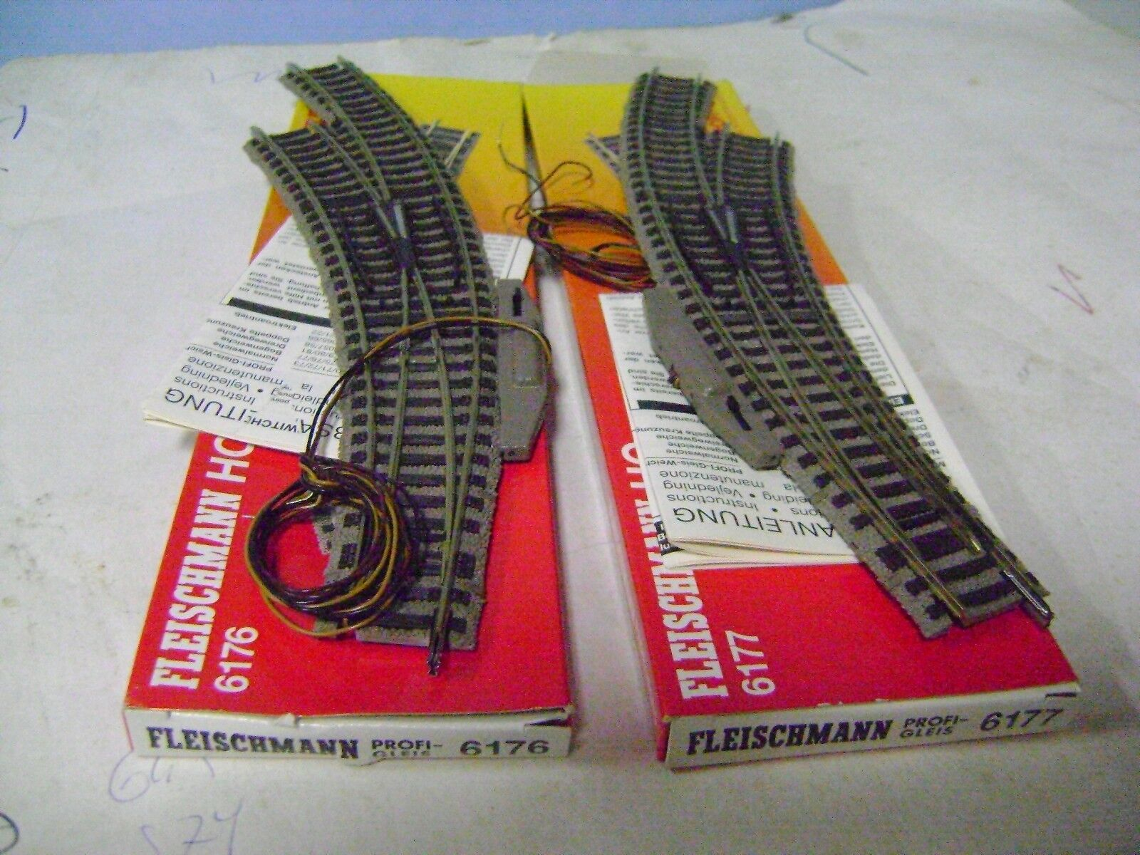 FLEISCHMANN SCAMBI 6176 6177 LEFT RIGHT Electric  HO LIKE NEW