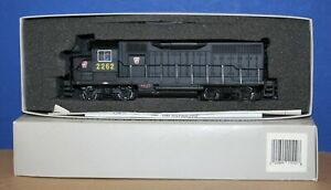 Bachmann-Plus-11511-PRR-Pennsylvania-EMD-GP35-Powered-Locomotive-2262-LNIB