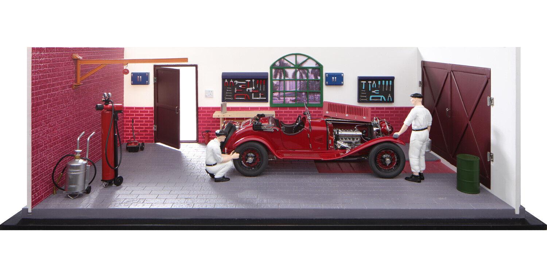 1930 ALFA ROMEO 6C 1750 GS & 2 MECHANICS & GARAGE DIORAMA LTD 1 18 CAR CMC A-015