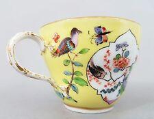 (MK021) Meissen Tasse  gelber Fond mit Vogel Dekor, um 1860, 1.Wahl