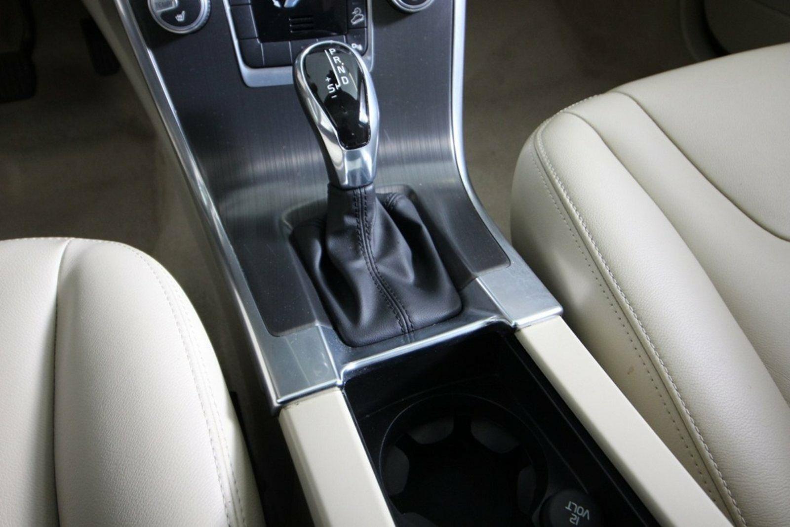 Volvo XC60 D5 220 Momentum aut. AWD Van