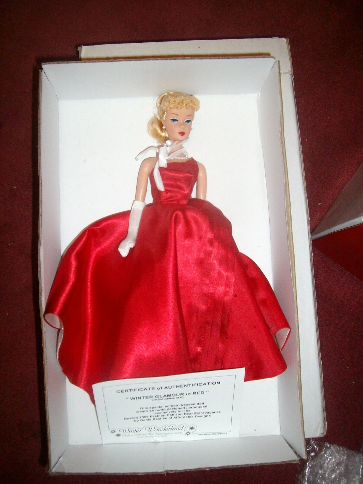 2006  invierno glamour en rojo  Muñeca Barbie Covention Denis Bastien Raro 50 hecho WW