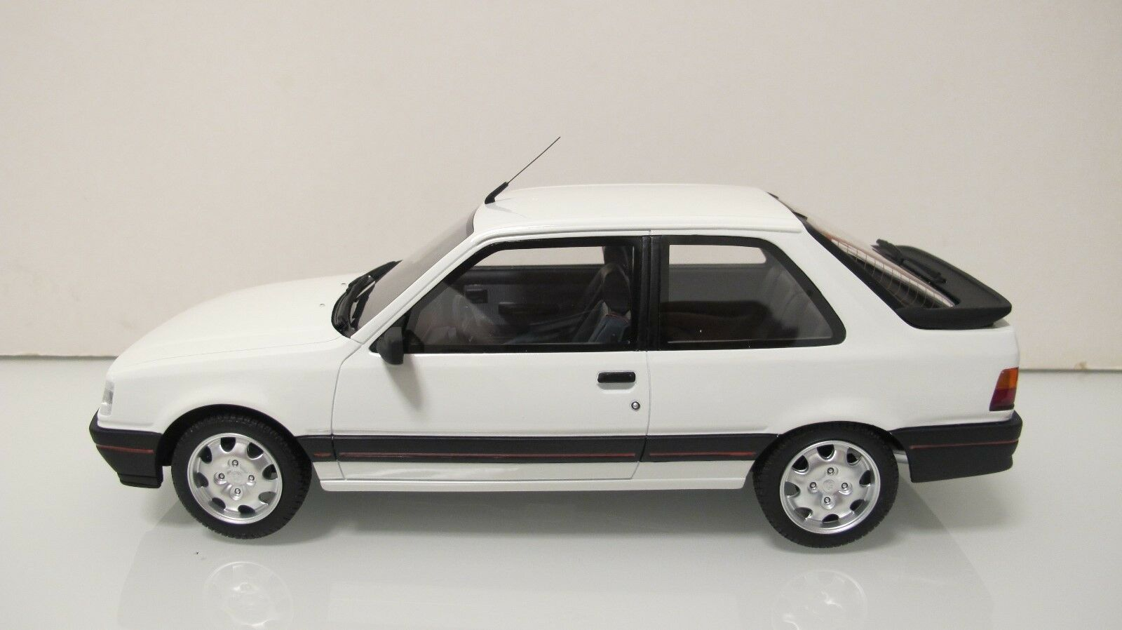 1  18 Ott Mobile con 309 GTI blancoo ott598 resina