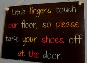 BK-Little-Fingers-Remove-Your-Shoes-Sign-Welcome-Childrens-Kids-Door-Cute-Signs