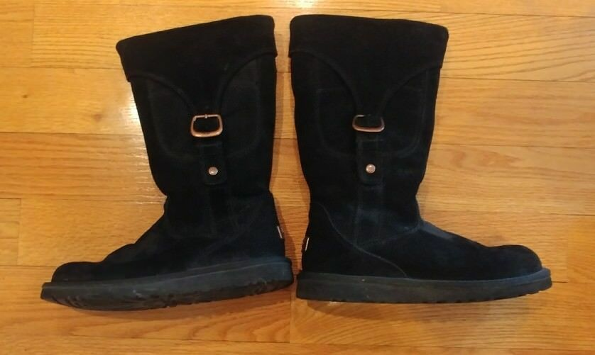 Woman's Ugg Black Suede Leather Boots Size USA 6 Sheepskin lined 5918