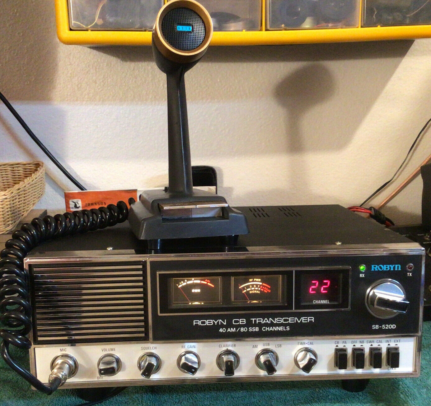 ROBYN SB-520D 40CH/SSB CB BASE STATION W/SBE DESK MIC!. Available Now for 365.00