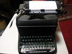 Vintage-1940-LC-Smith-amp-Corona-Typewriter-Super-Speed-1A1529723-11-GREEN-KEYS