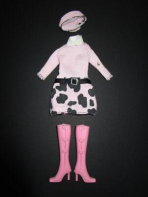 313) 2 Pezzi Barbie Figurine Outfit (abito + Cappello) Barbie Mattel + Stivali Rosa-mostra Il Titolo Originale Colore Veloce