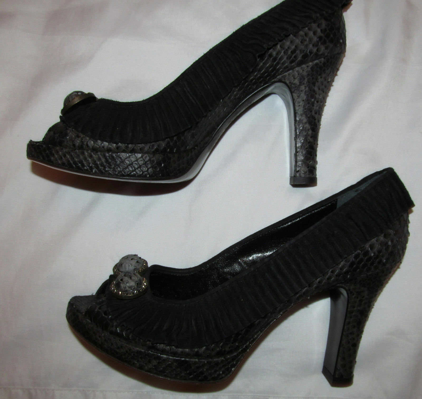ISABELLA FIORE ruffled suede accent peep toe snaKe python leather shoes 8 M ***