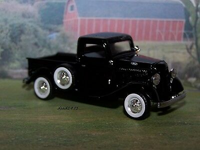 35 1935 FORD STEP-SIDE PICKUP TRUCK 1/64 SCALE DIECAST MODEL COLLECT - DIORAMA