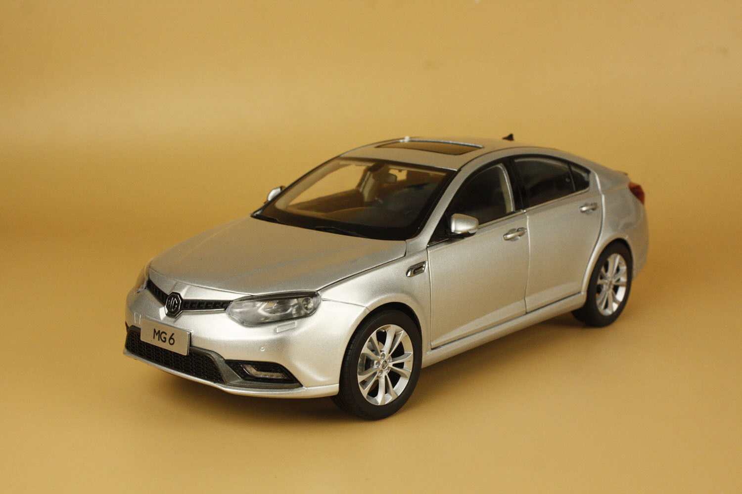 1 16 MG de MG6 2010 mg 6 Hatchback Colore plata