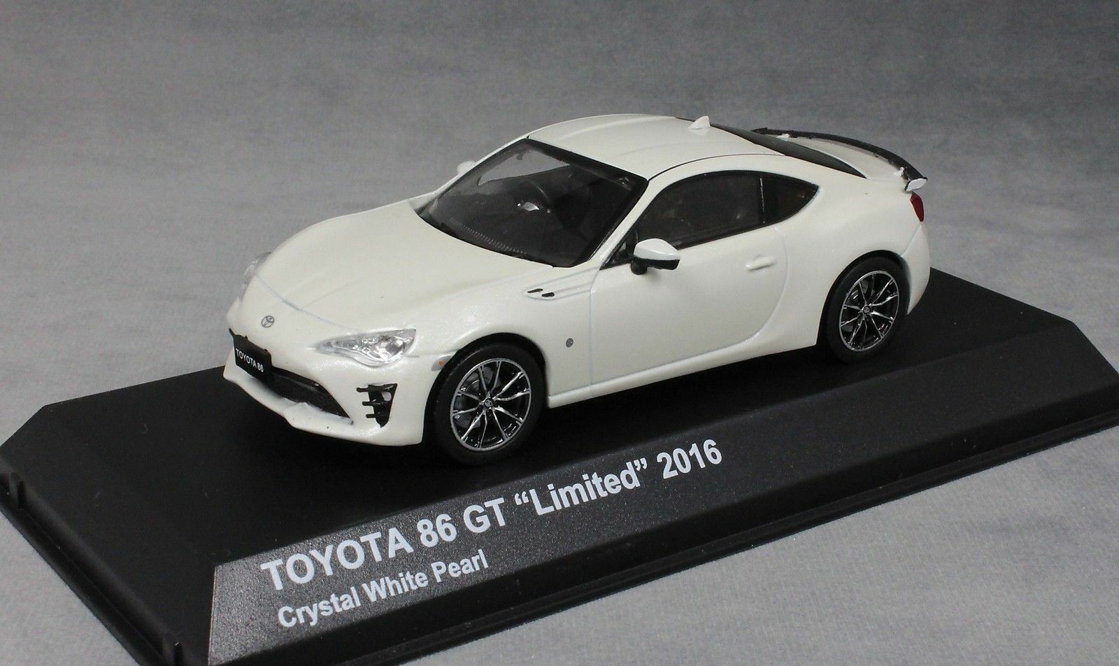 TOYOTA 86 GT LIMITED 2016 CRYSTAL bianca PEARL KYOSHO 03895CW  WEISS bianca