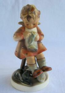 M I Hummel Goebel MOTHER'S HELPER Porcelain Figurine Germany Mold 133