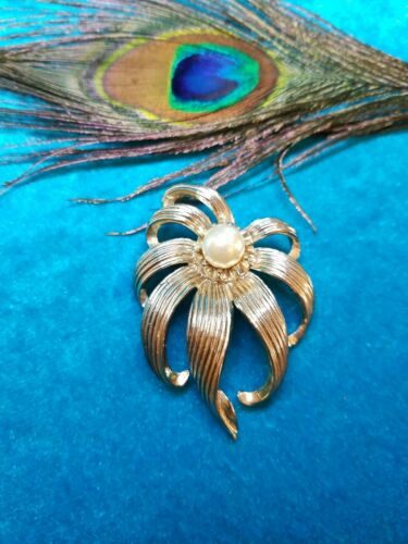 Vintage Jewelry CORO Pin/Brooch Whit a Pearl. #836