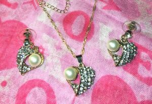 STUNNING-RHINESTONE-AND-PEARL-HEART-SHAPED-PENDANT-amp-EARRINGS-SET-17-INCH-CHAIN
