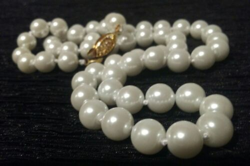 "SUPERBE 18/"" Genuine Akoya Shell 8 mm Lily Perle Blanche Collier Vintage Sécurité Fermoir"