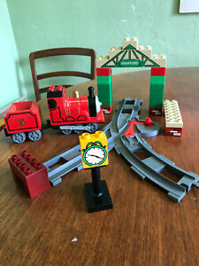 Lego DUPLO 5552 Thomas the Train: JAMES at Knapford Station 2005