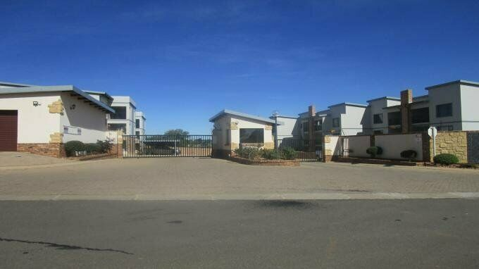 2 Bedroom with 1 Bathroom Sec Title For Sale in Crystal Park Gauteng