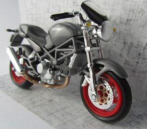 2-Wheelers-Ducati-Monster-S4-Motorrad-1-18-Maisto-im-Blister-Neu-OVP