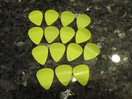 YELLOW CURVED GUITAR PICKS 15 GRIP PICKS LIGHT THICKNESS .45MM