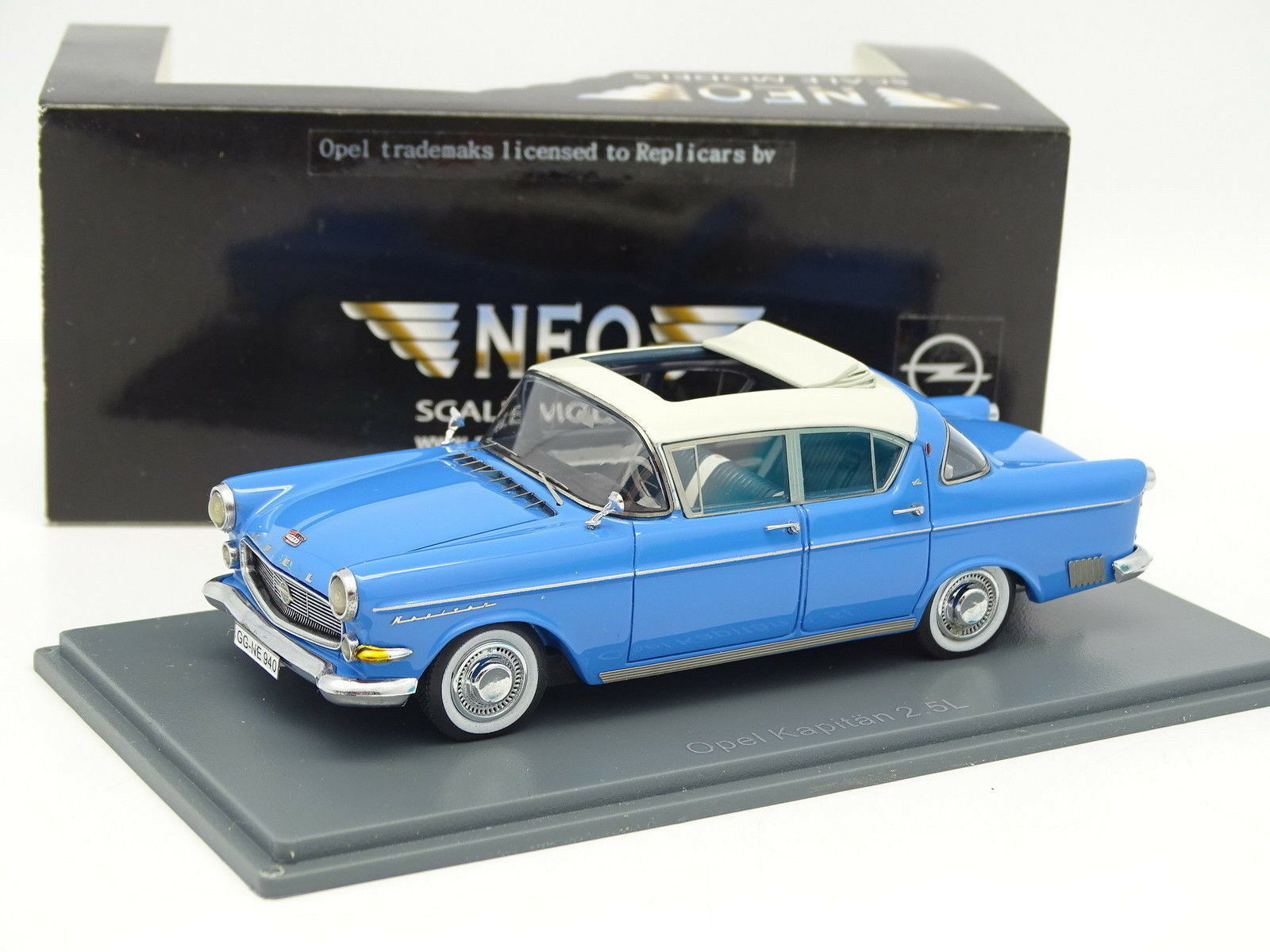 Neo 1 43 - Opel Kapitan 2.5L Azul
