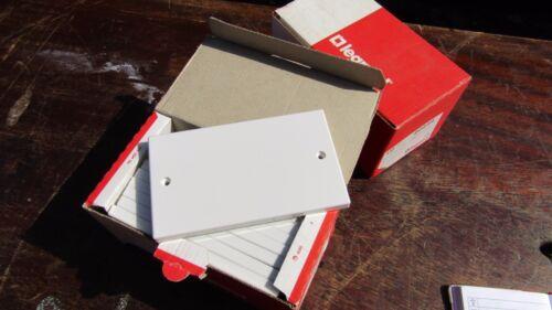 1 en plastique blanc Plaque d/'obturation Double Blanc Housse 2 Gang avec vis MADE ENGLAND