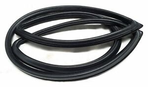 SUBARU LEONE 1800 SEDAN 4 DOOR REAR WINDSCREEN RUBBER SEAL