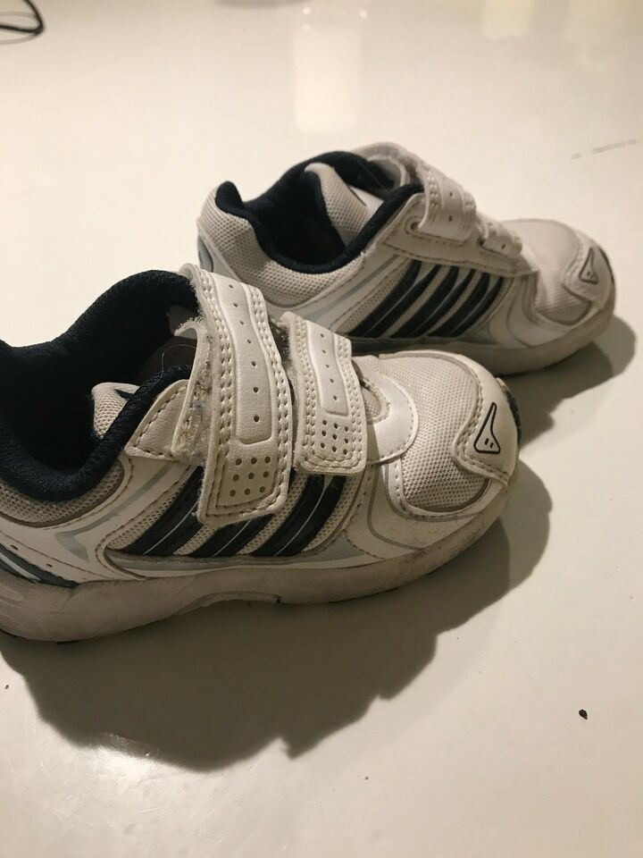 Kondisko, str. 21, Adidas Søde smarte sko SPAR 300