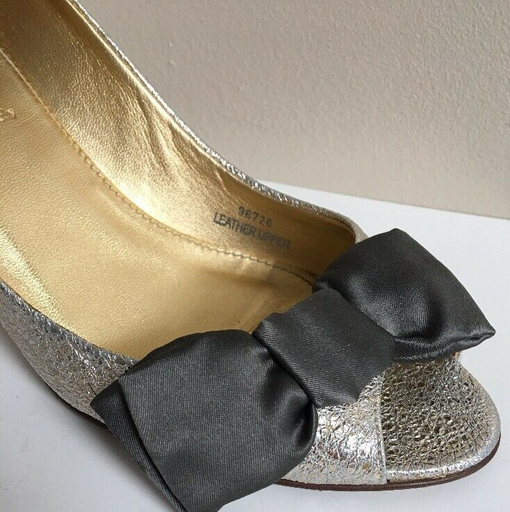 J. Crew LULU Metallic Leather Peep Toe Heels with Bow in Platinum Gold Größe 8