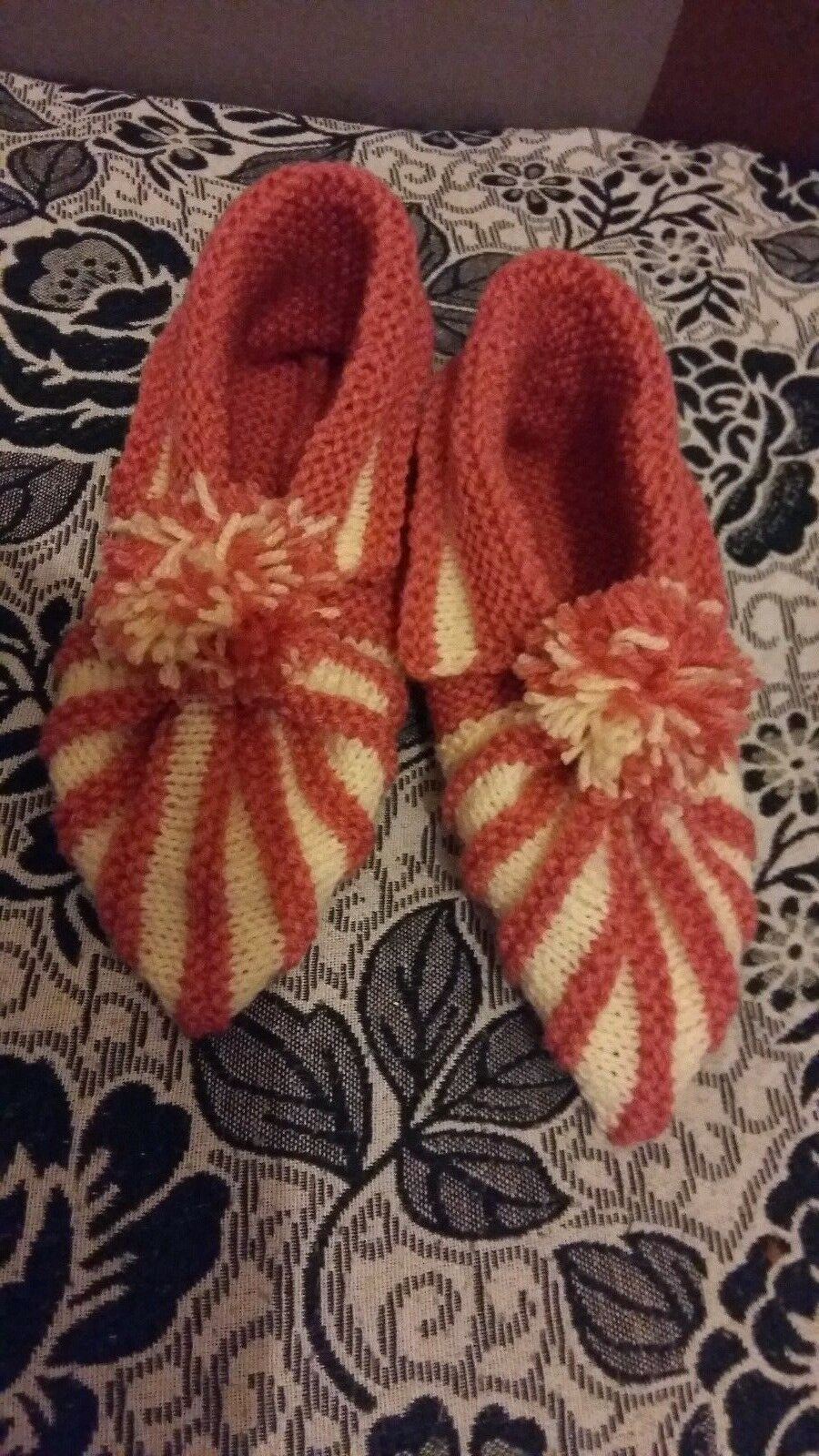 Ladies hand knitted booties /slippers, size 8.