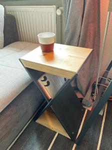 Table de chevet / Table basse  / Table basse  / Meubles massifs