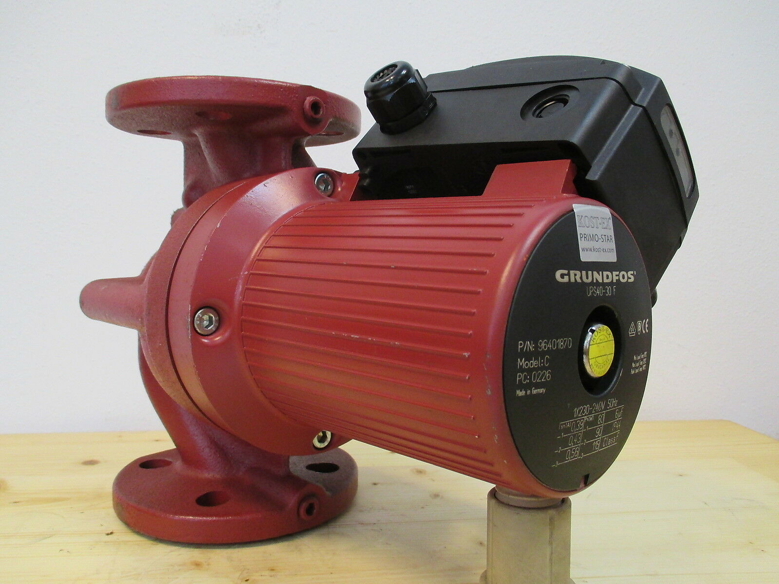 Grundfos Pumpe  UPS 40 - 30 F  Heizungspumpe Umwälzpumpe  1 x 230 V  P13 1189