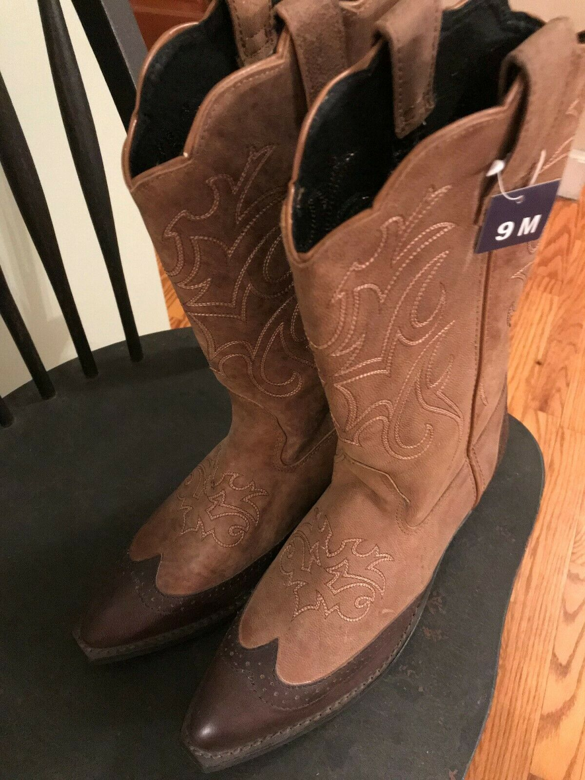 Women's Brown Distressed Western Boot Size 9M Leather New with tags Look