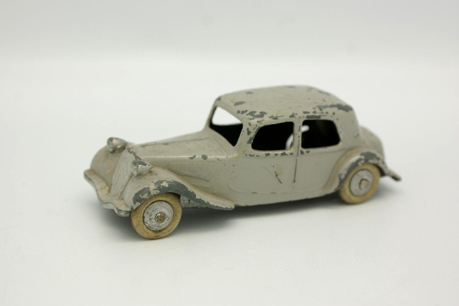 Dinky Toys Francia 1 43 - Citroen Traction 11 BL Gris Maletero abombada