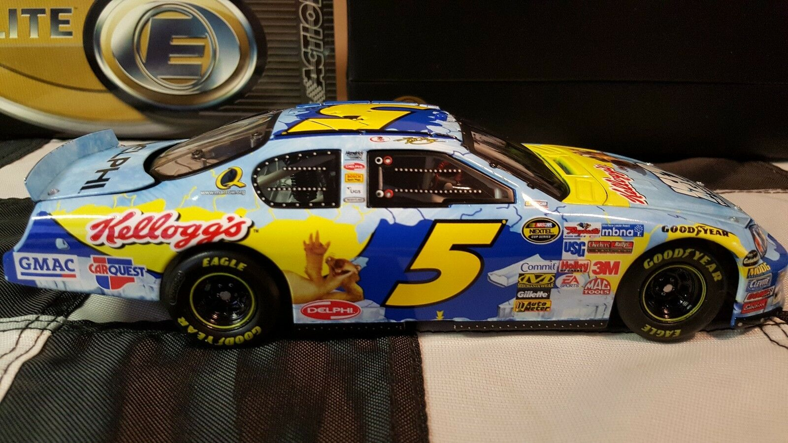 RCCA 1 24 2006 Kyle Busch Kelloggs   Ice Age 2 Elite Low Serial