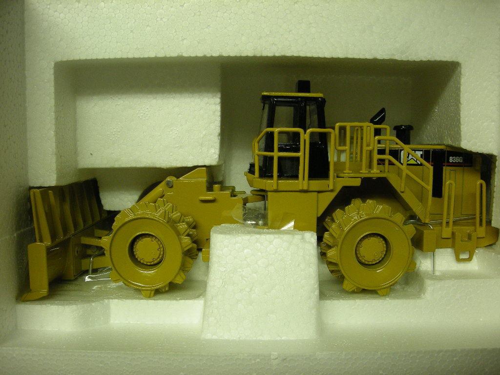 55074 Cat 836G Landfill Landfill Landfill Compactor NEW IN BOX 8f2f1b
