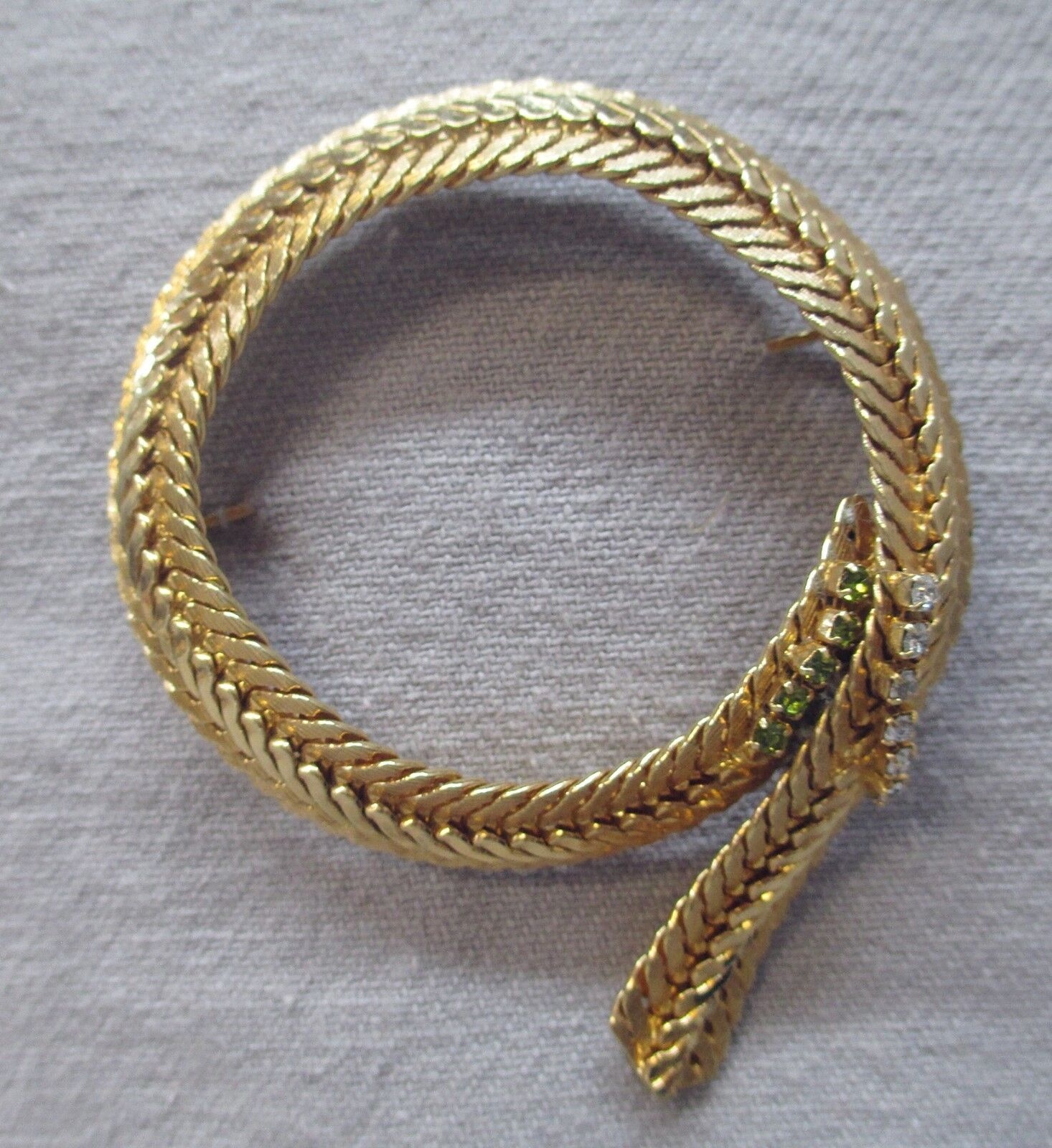 Hobe Signed gold Tone Rope Loop Flat Weave Woven Brooch Pin with Rhinestones