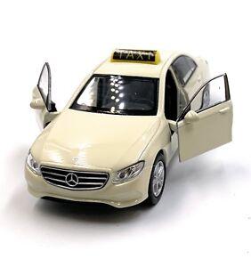 MERCEDES-BENZ-CLASSE-E-TAXI-beige-modello-di-auto-auto-scala-1-34-concesso-in-licenza