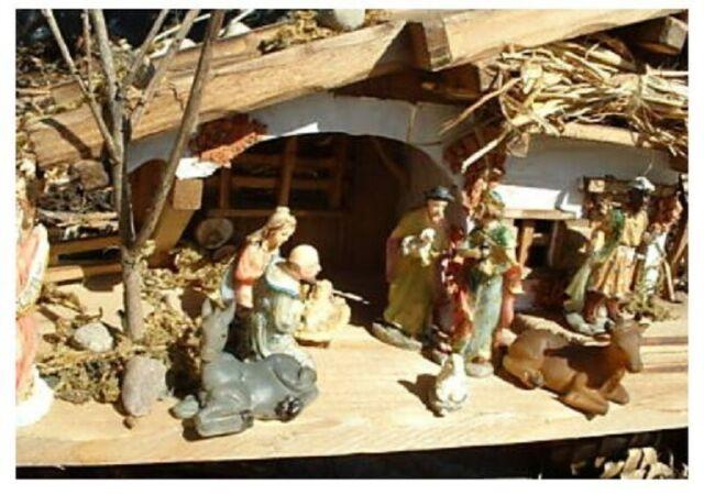 Komplettset mit Holzhaus 30cm Krippe und 11 Krippenfiguren bis 5cm