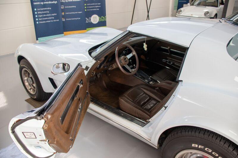 Chevrolet Corvette V8 Stingray - 8
