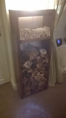 Un grand fait main lehon log boutique avec bois étagère