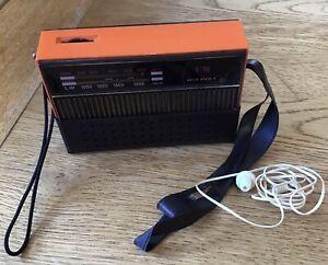 Vintage 1970's Transistor Radio V70 - Working
