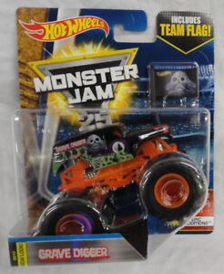 2017-HOT-WHEELS-MONSTER-JAM-25TH-ANNY-1-64TH-GRAVE-DIGGER-EPIC-ADDITIONS-3-10