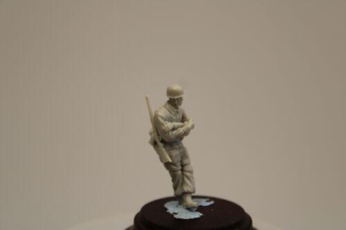1//48 NWF 017 Fallschirmjäger  mit Pfeife