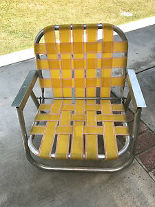 Vintage-Webbed-Beach-Short-Sand-Chair-Camping-Yard-Patio-Metal-Arms-Yellow