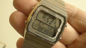 seiko-vintage-lcd-watch-mens-A714-5050-running-man-alarm-chronograph-working