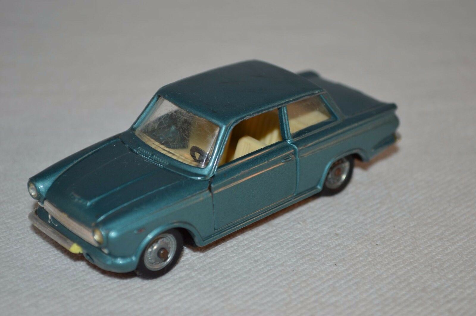 Politoys 507 Ford Consul Cortina 1 43 turquoise in excellent condition