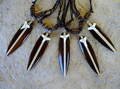 10 WOODEN SURFBOARD SHARK TOOTH NECKLACES LUCKY SURFER CHARM TALISMAN /n088setgy