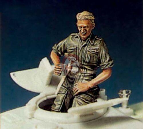 Legend 1//35 British Tank Crew Sitting on Turret w//Glass in his Hand WWII LF0068